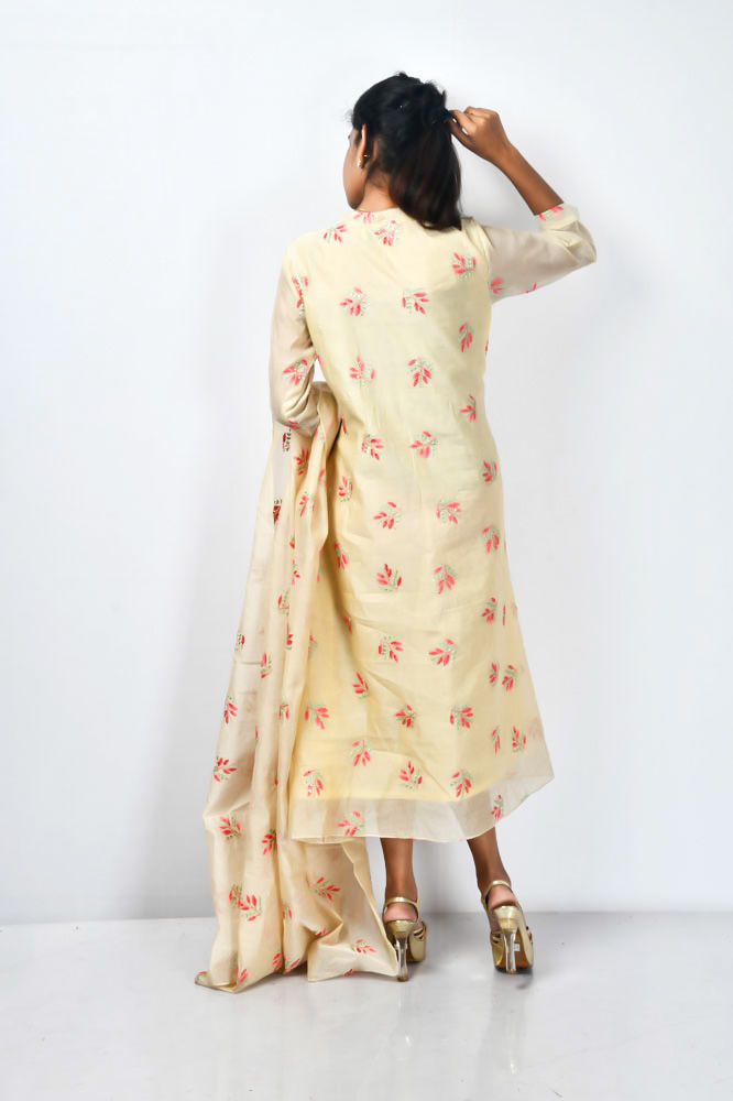 Indian Co-Ordinated Kurta and Dupatta Set. Its embroidered with Thread and detailed with sequins on it. The contrasting embroidery adds the beauty. The neckline is a semi square, and is designed with small pleats from the waist.